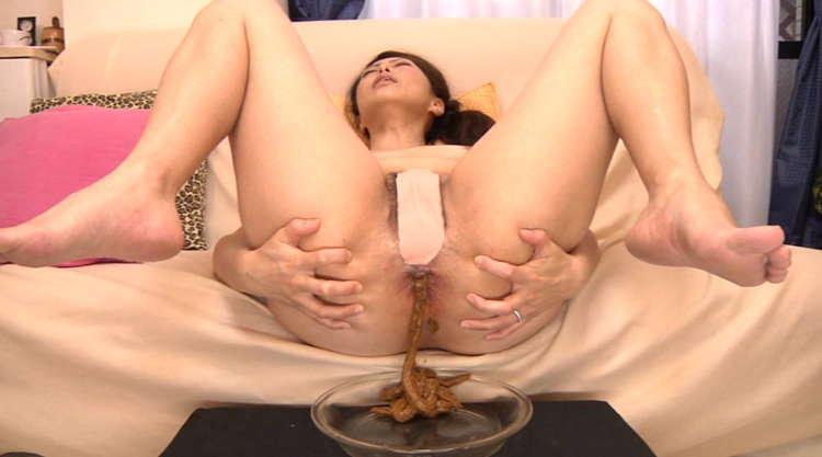 脱糞で感じる女2